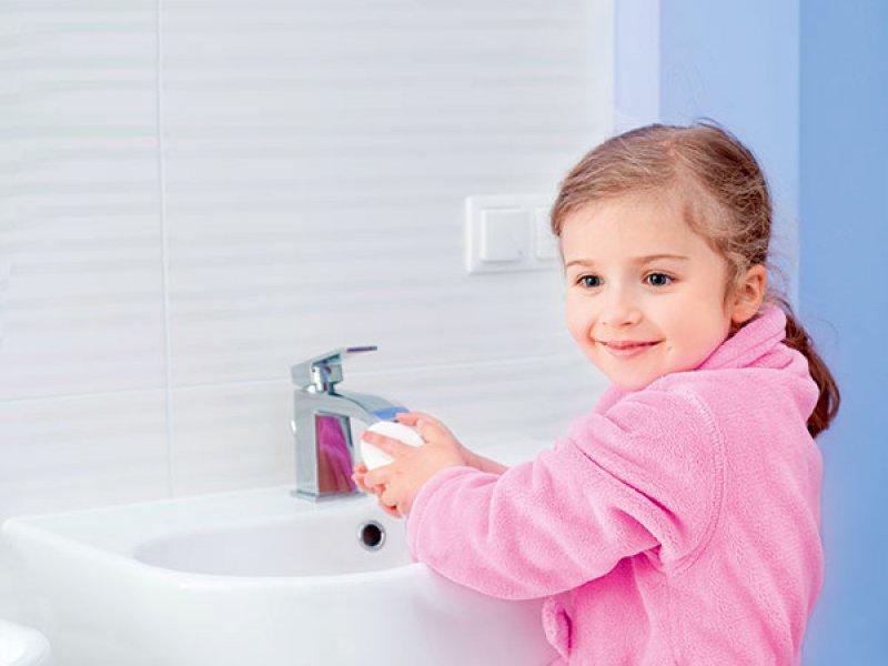 Мытье рук у ребенка