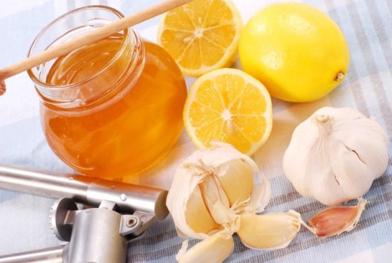 Настойка из лимона и чеснока при засорении сосудов