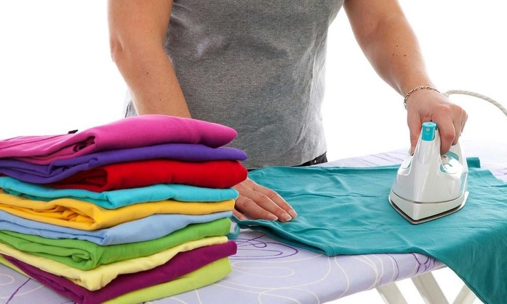 Гладка одежды утюгом