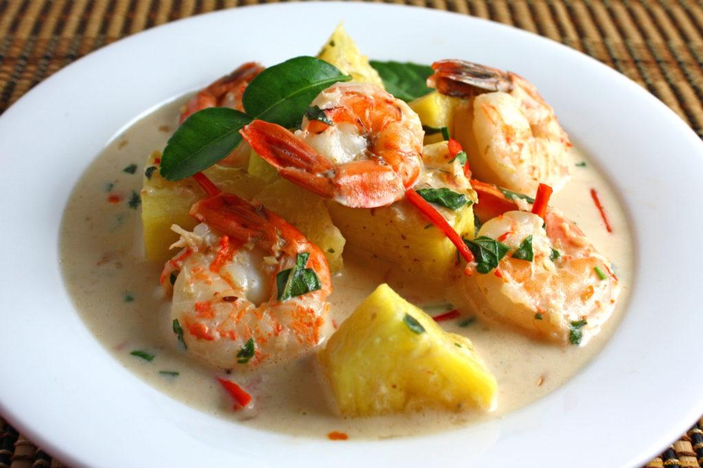 Картофель с морепродуктами и зеленью